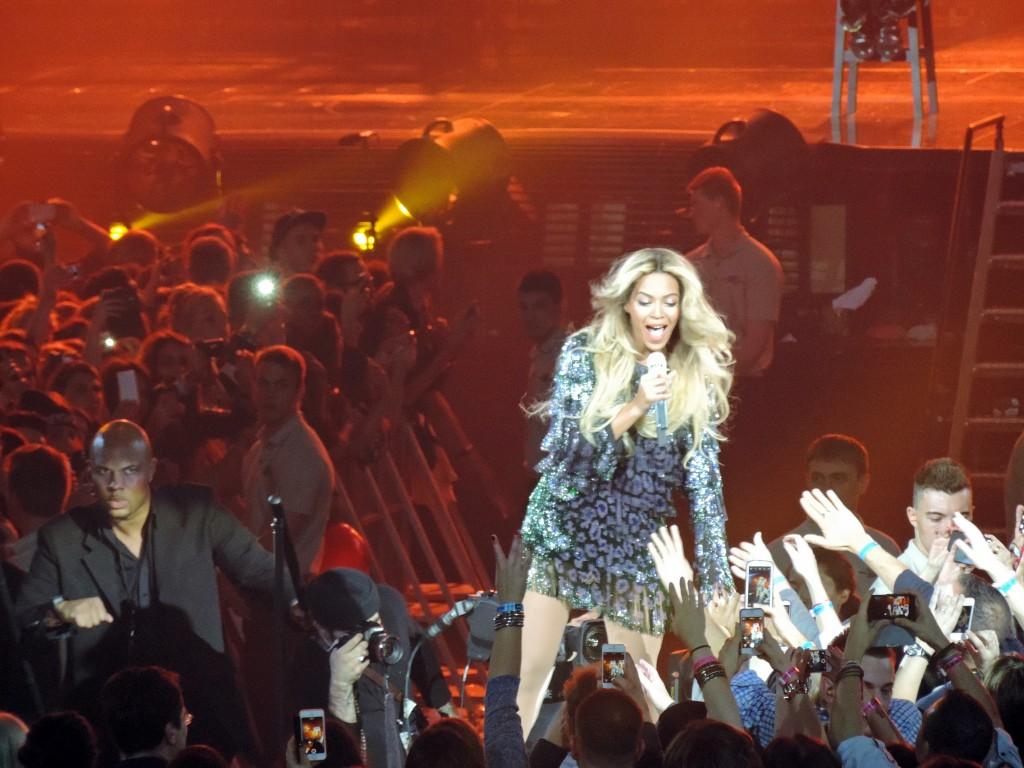 Beyoncé interagiert mit Fans, bodyguard